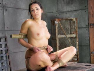 Interracial BDSM avec la soumise Paisley Parker