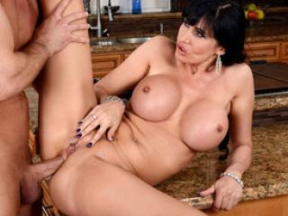 La bonne salope aux gros seins Eva Karera enculée
