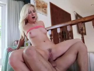 blonde avec grosse queue public lesbienne chatte manger