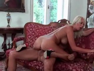 Bourgeois nique sa femme de ménage